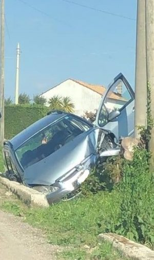 Incidente a Mattinelle: automobile esce di strada e finisce contro un palo