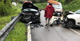 Incidente alla Madonna del Ponte: scontro frontale tra due automobili